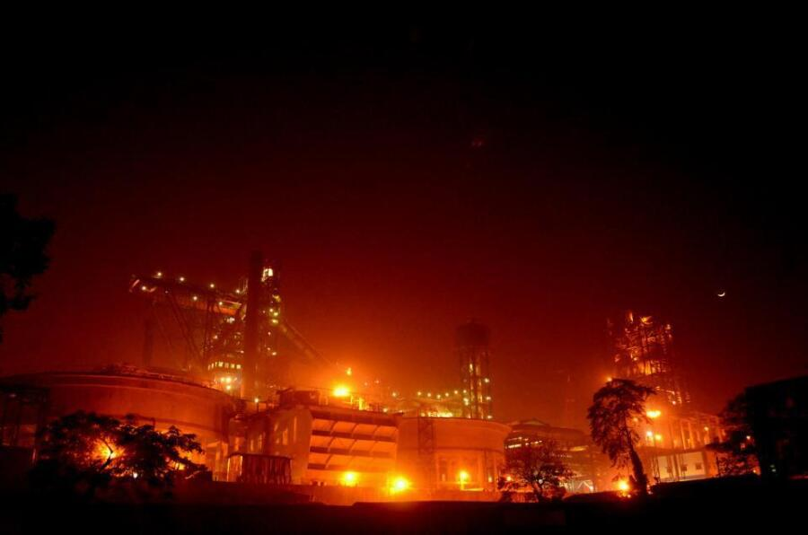 Tata Steel ночью