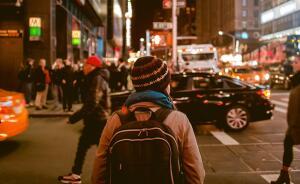 Нужно говорить и о горе-пешеходах, что странно и опасно, не соблюдая правил, переходят проезжую часть