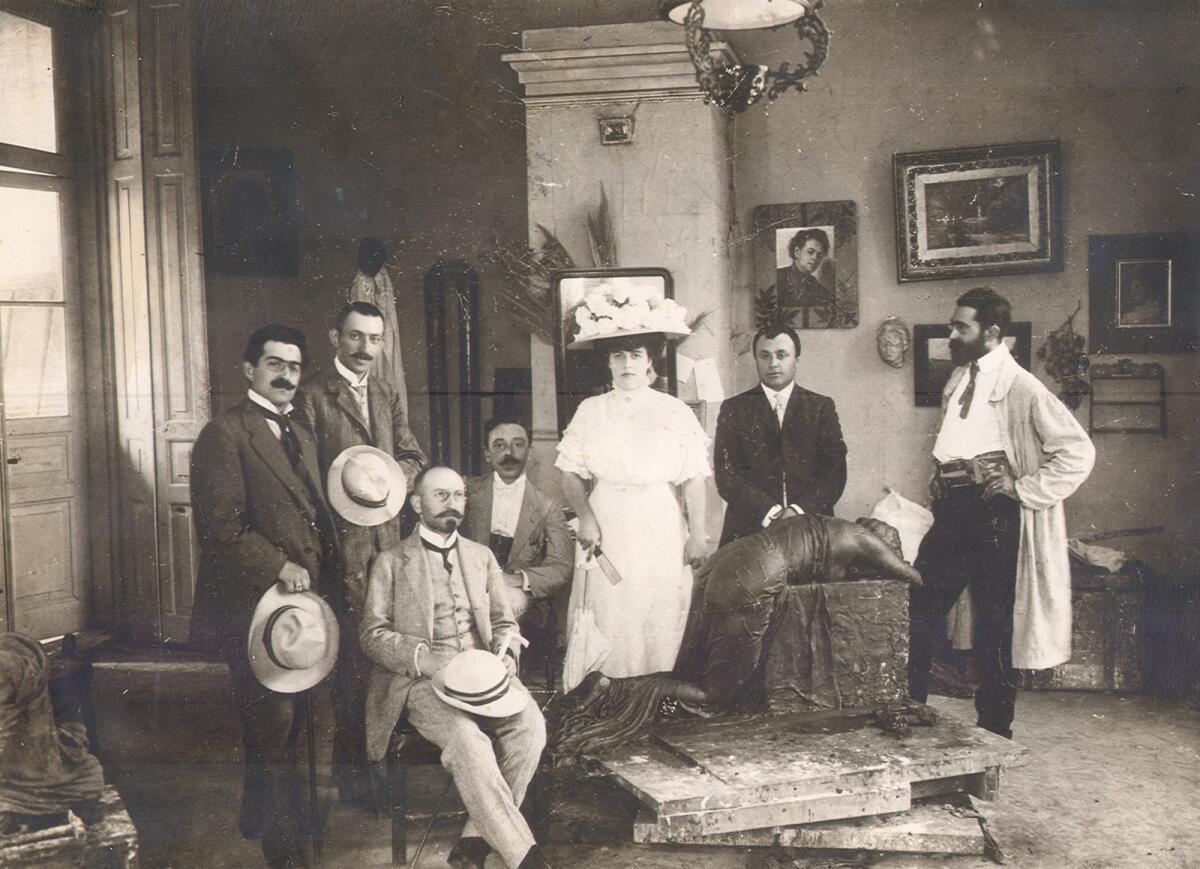 В мастерской Сергея Меркурова (крайний справа)