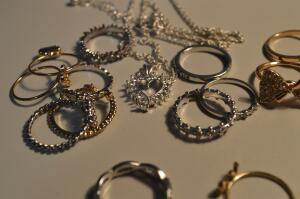 Как сочетать золотые украшения?