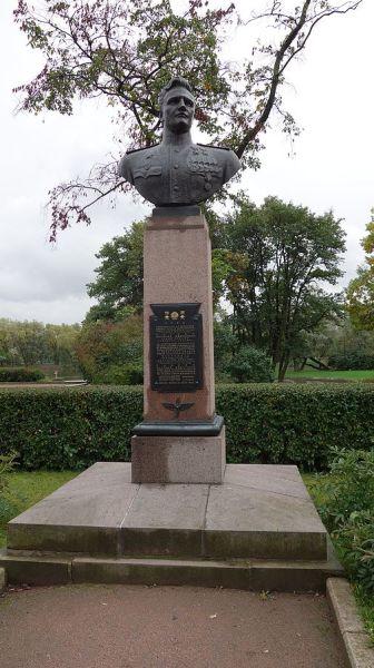Бюст в Московском парке Победы, Санкт-Петербург