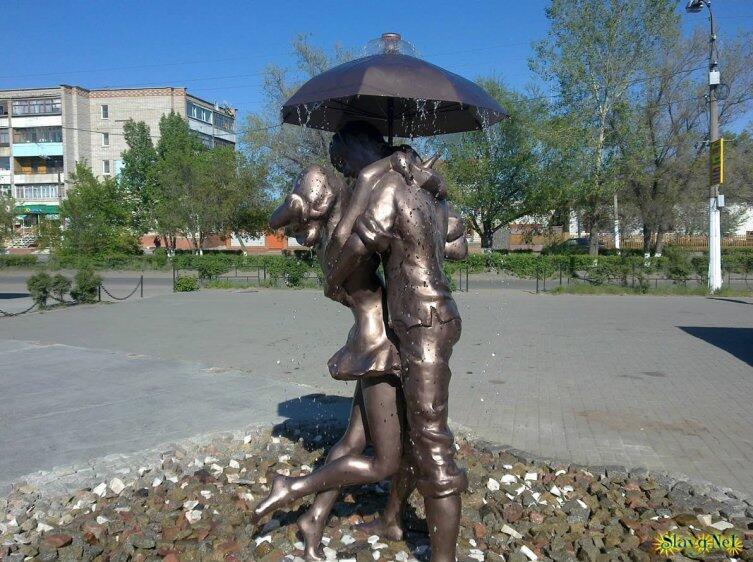 Славгород Алтайский. Памятник влюбленным в центре города