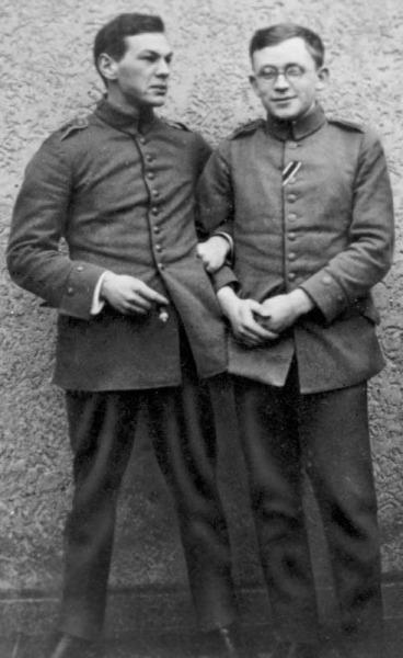 Рихард Зорге (слева) с другом Эрихом Коннерсом