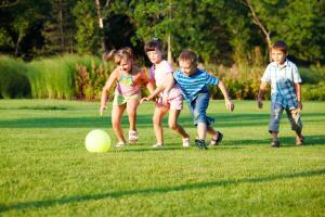 Ни в коем случае нельзя пускать занятия на самотек. Кто, кроме родителей, способен быстро уловить негативные особенности в состоянии и поведении ребенка?