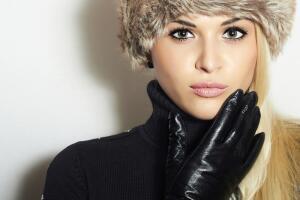 Перчатки, выбранные со знанием дела и вкусом, защитят ваши руки от холода, ветра, дождя, подчеркнут благородство линий, послужат выражением индивидуального стиля, и даже сегодня будут свидетелями вашей респектабельности.