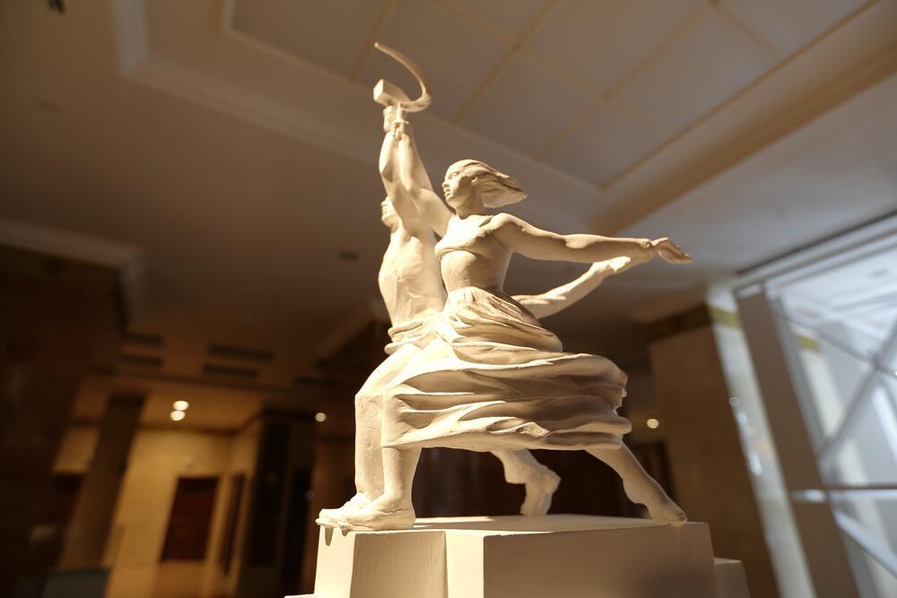 «Рабочий и колхозница» скульптура В. И. Мухиной