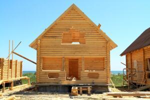 Когда лучше начинать строить деревянные дома?