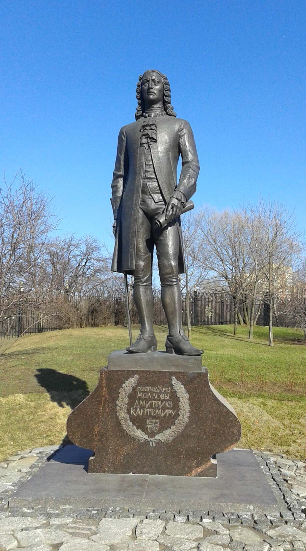 Памятник Дмитрию Кантемиру в Царицыно