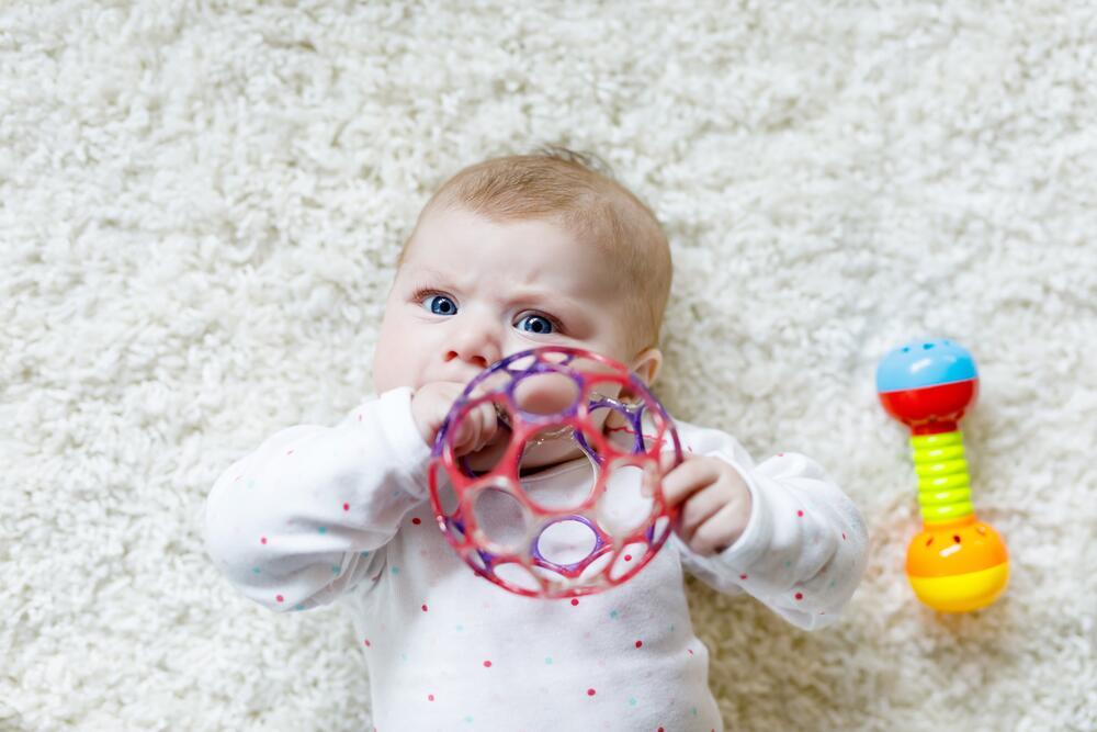 Как выбрать игрушку ребенку до 1 года?