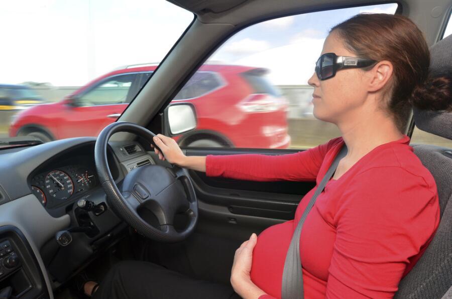 Ездим за рулём вдвоём? Советы беременным автоледи