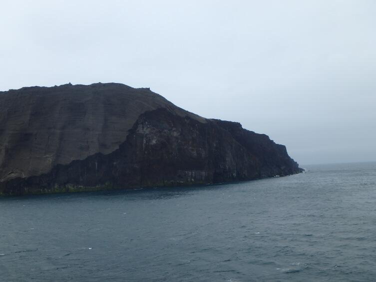 Поверхность острова состоит из достаточно рыхлой вулканической породы