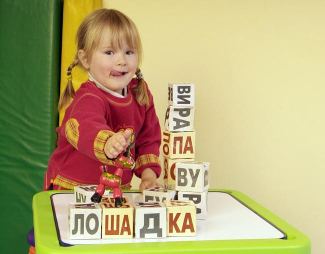Как развивать способности ребенка при помощи кубиков Зайцева?