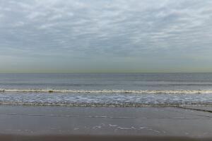 Серое рассветное море. Где срываются маски с души?
