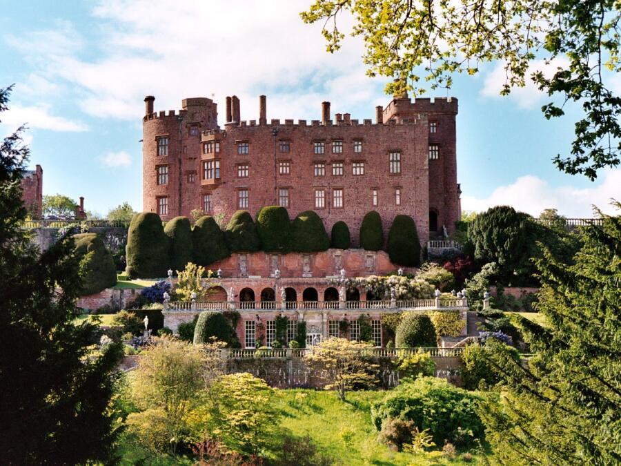 Замок Поуис, Уэлс, Англия