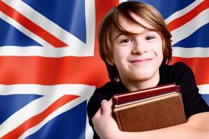 В последние годы английский начинают изучать уже в начальной школе, когда дети еще сохранили интерес к учебному процессу.