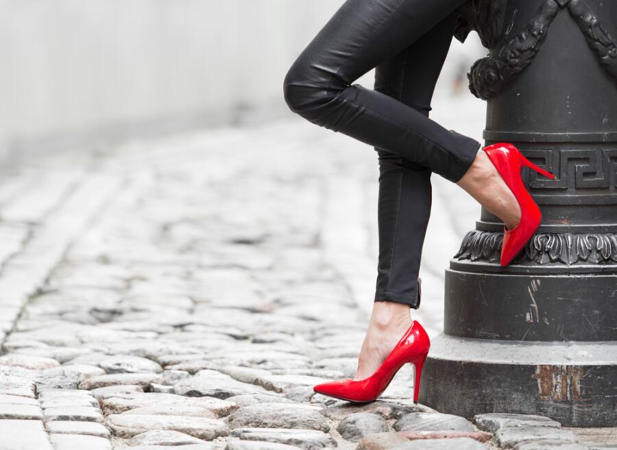 Почему туфли на высоких каблуках не только изящны, но и опасны?