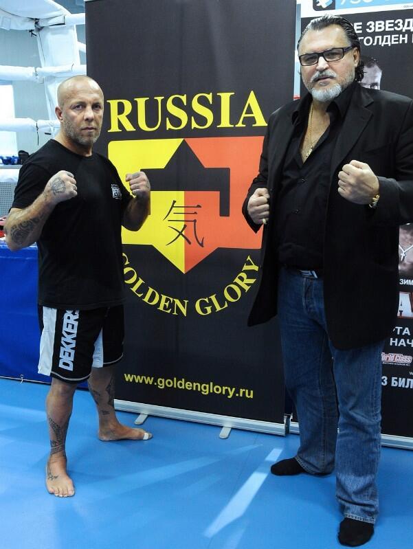 Президент компании Golden Glory Russia Михаил Сидоров (справа) пригласил Рамона Деккерса в Москву