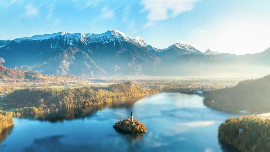 Остров в городе Блед (Словения) привлекает своей живописной красотой