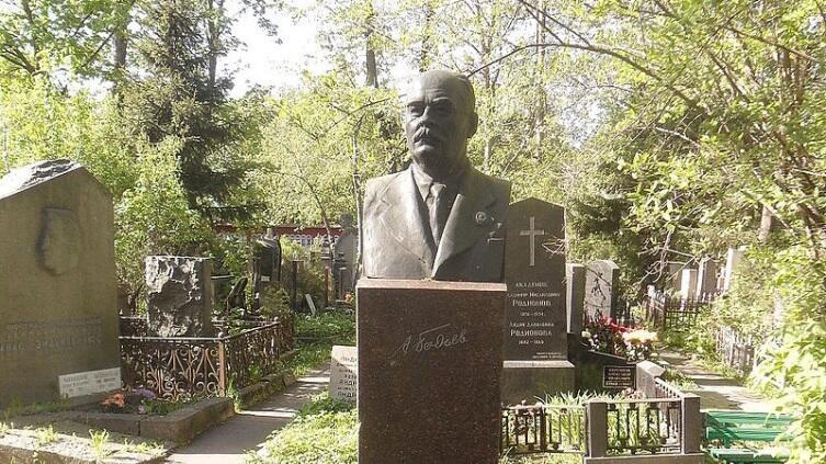 Могила А. Е. Бадаева