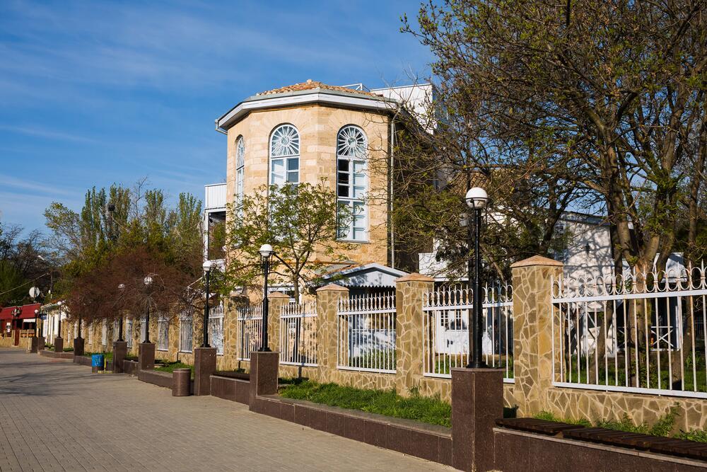 Здание музея поэта и художника Максимилиана Волошина в Коктебеле, Крым