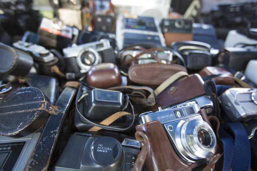 Байки старьевщицы: кому нужны старые вещи? Фототехника