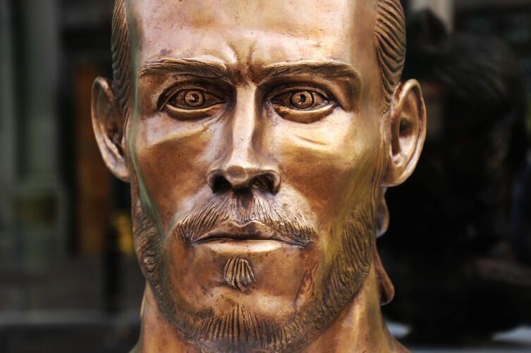 Гарет Бэйл, бронзовая статуя