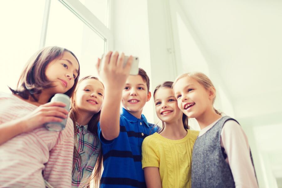 Зачем ребенку телефон в школе?