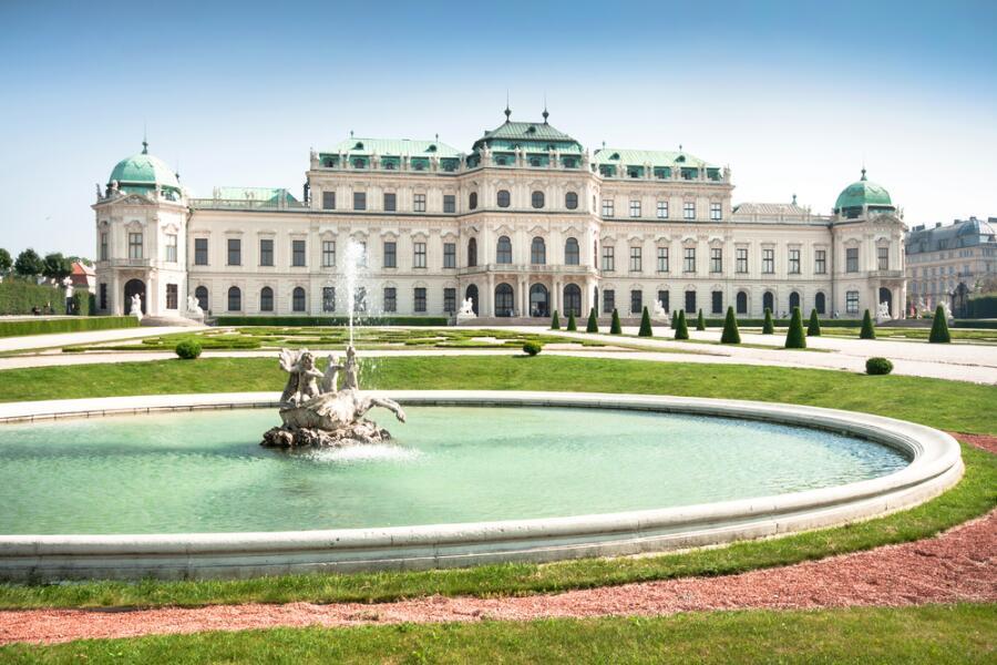 Прекрасный вид известного замка Бельведер, в Вене