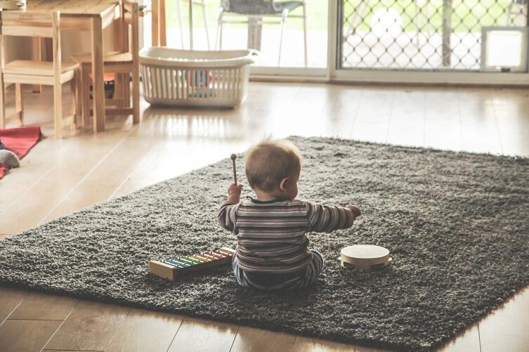 Чем полезна музыка детям?