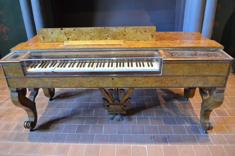 Уволюсь и буду клавесины делать...