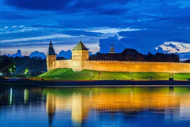 Стены и башни Кремля Великого Новгорода