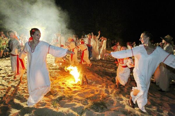 Какие поверья и традиции существовали на праздник Ивана Купала?