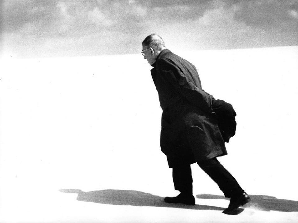 Человек, бродящий по пустыне