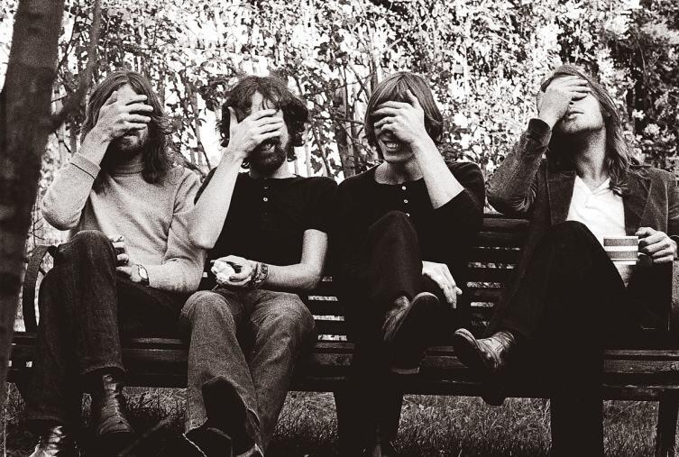 Рушить ли стену? История создания песни Pink Floyd «Another Brick in the Wall»
