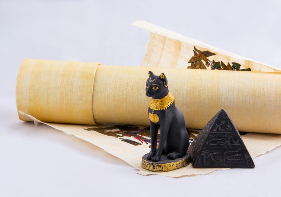 Почему в Древнем Египте кошек считали священными животными?