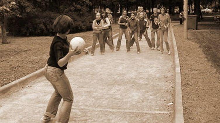 Игры советских детей. Что такое штандр, вышибалы, белочки-собачки, семь стеклышек?