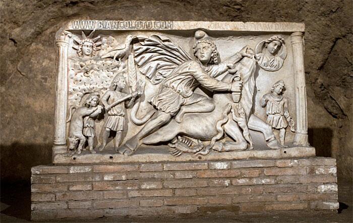 Барельеф Митры убивающего быка. Митреум. Рим. Италия