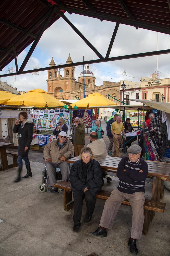Люди на рынке Марсашлокк, Валлетта, Мальта