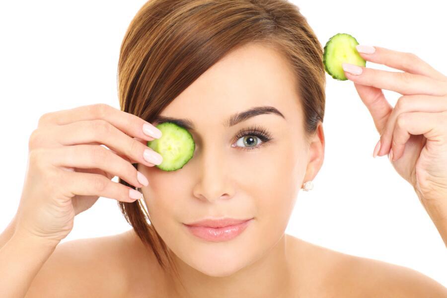 Как убрать отеки под глазами без помощи макияжа?