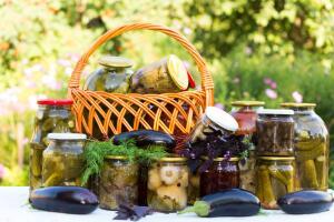 Летняя страда хозяйки: как консервировать баклажаны и не только?