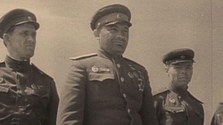 Яков Крейзер (в центре)