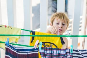 Как приучить ребенка помогать родителям?