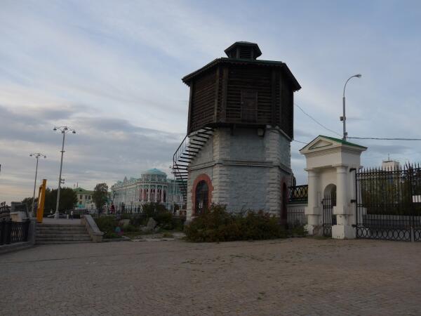 Старинная шестигранная башня 19 века