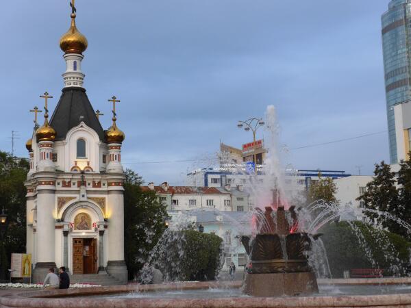 Фонтан 'Каменный цветок' и часовня Св.Екатерины