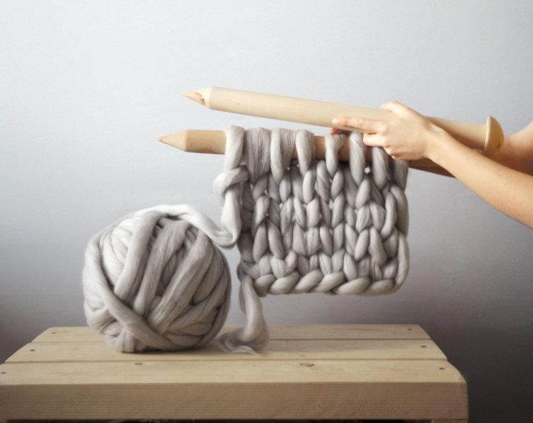 Как стильно и креативно украсить интерьер? Пледы крупной вязки