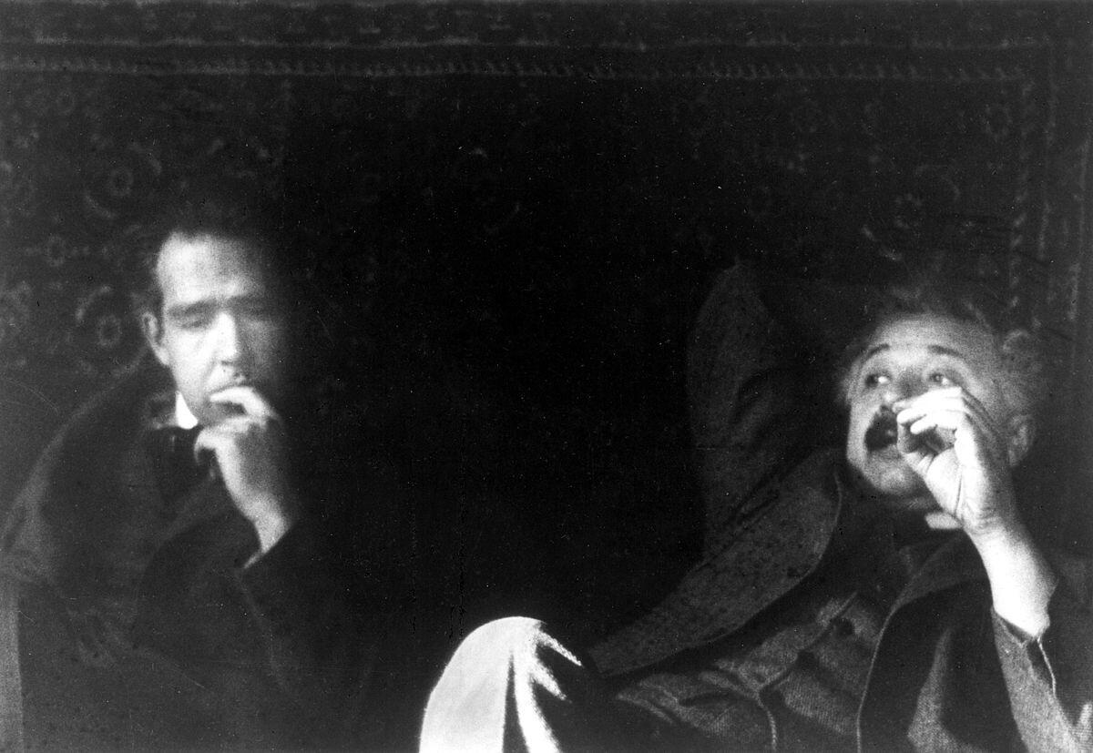 Нильс Бор и Альберт Эйнштейн (вероятно, декабрь 1925 г.)