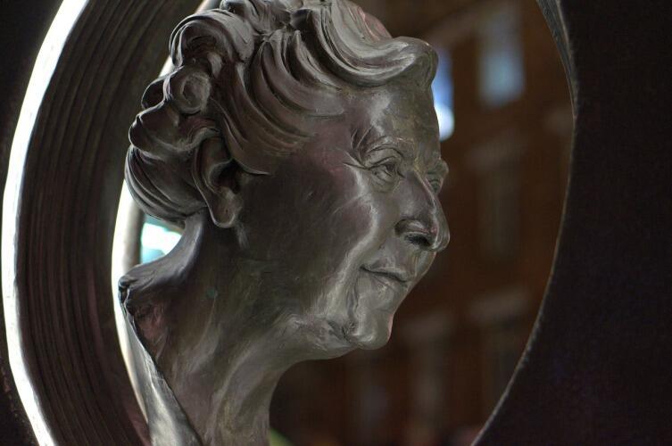 Агата Кристи, скульптура