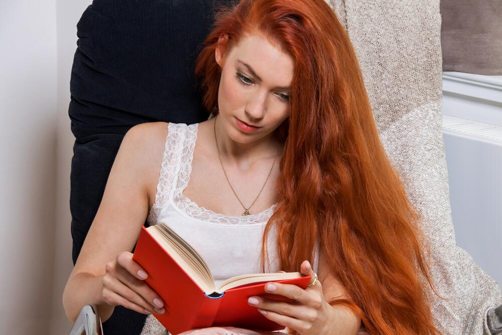 В самом начале читатель испытывает все усиливающееся желание узнать, кто преступник