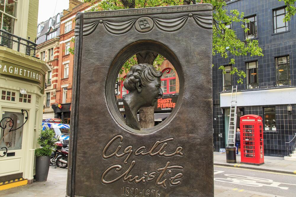 Памятник Агате Кристи, Лондон, Великобритания