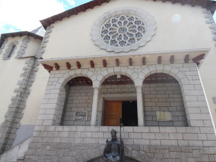 Церковь Св. Арменголя вход